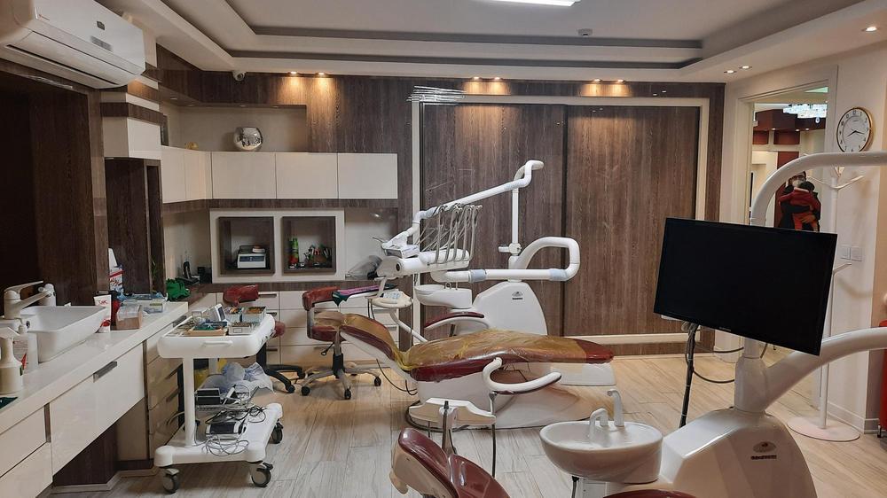مطب دکتر حسین رسولی متخصص درمان ریشه دندان