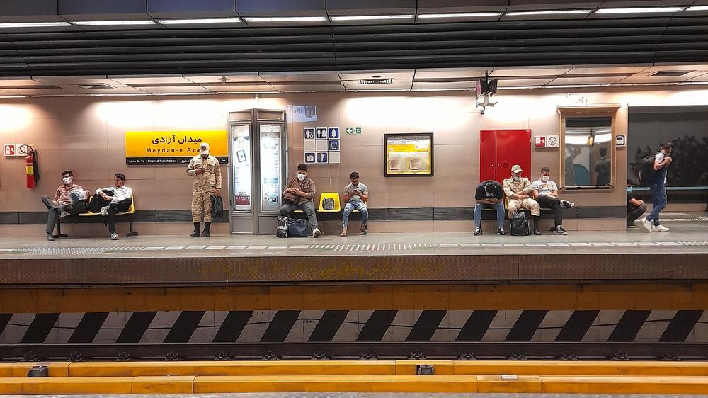 ورودی ۴ مترو آزادی - زیر گذر عابر پیاده شهید لشگری